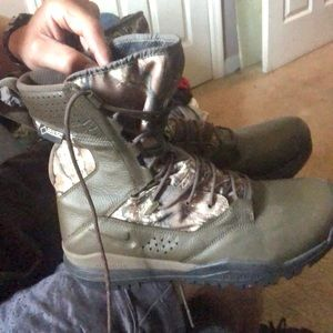 Men's NIKE REALTREE camouflage boots